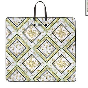 🆕 Victoria Secret packable blanket